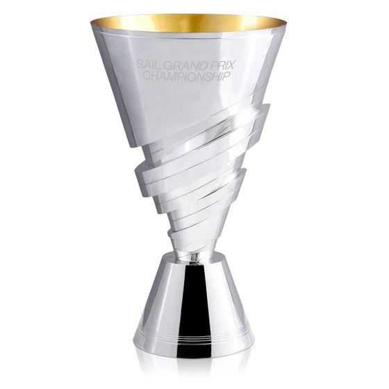 مصممي-وصانعي-كأس-بطولة-الشراع-الكبرى